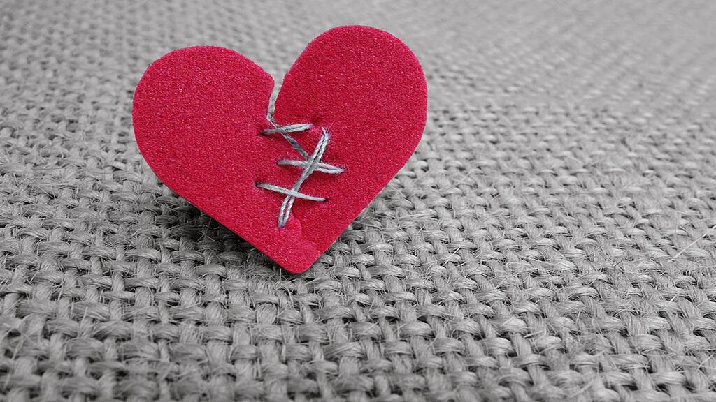 塞林格《破碎故事之心》:我觉得爱是想触碰又收回手