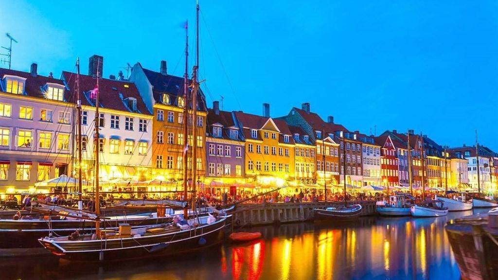 闭上眼假装在哥本哈根喂鸽子:Copenhague